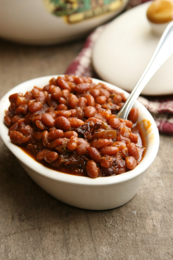 Making homemade baked beans is so easy and only requires a few simple ingredients. Get the recipe for Country Style Baked Beans. #recipe #grilling #foodblogger