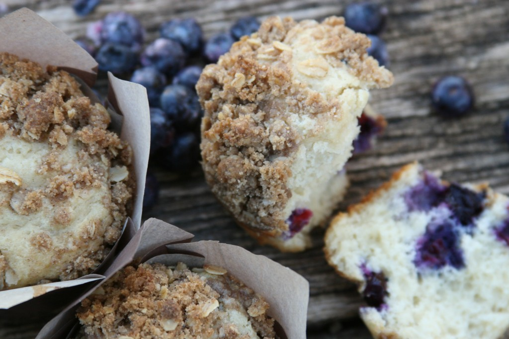 blueberry muffins with oatmeal streusel topping