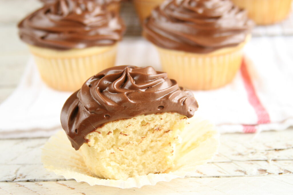 yellow cupcakes with chocolate frosting are easy to make