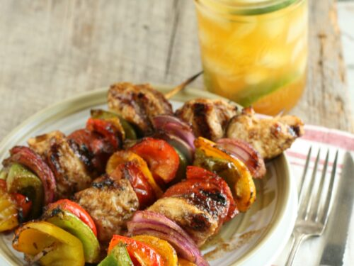 maple barbecue chicken kebabs with bell peppers and onions