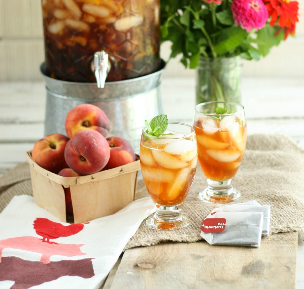 glasses of peach sweet tea with ice cubes and fresh mint