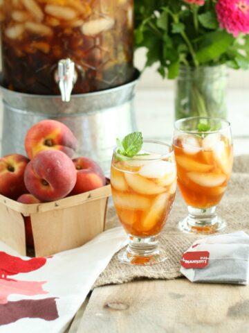 Fresh brewed peach sweet tea in glasses with fresh mint