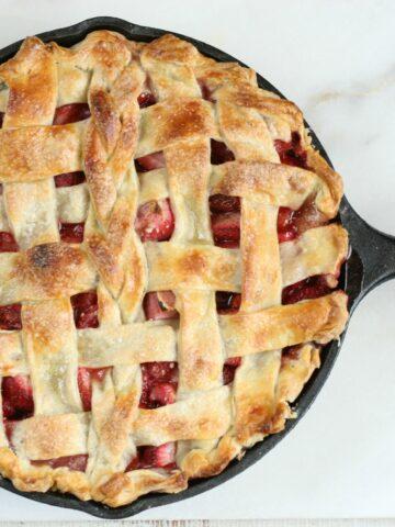 Make this delicious homemade Strawberry Rhubarb Pie with lattice crust. #recipe #strawberryrhubarb #pie #castironrecipes #strawberries