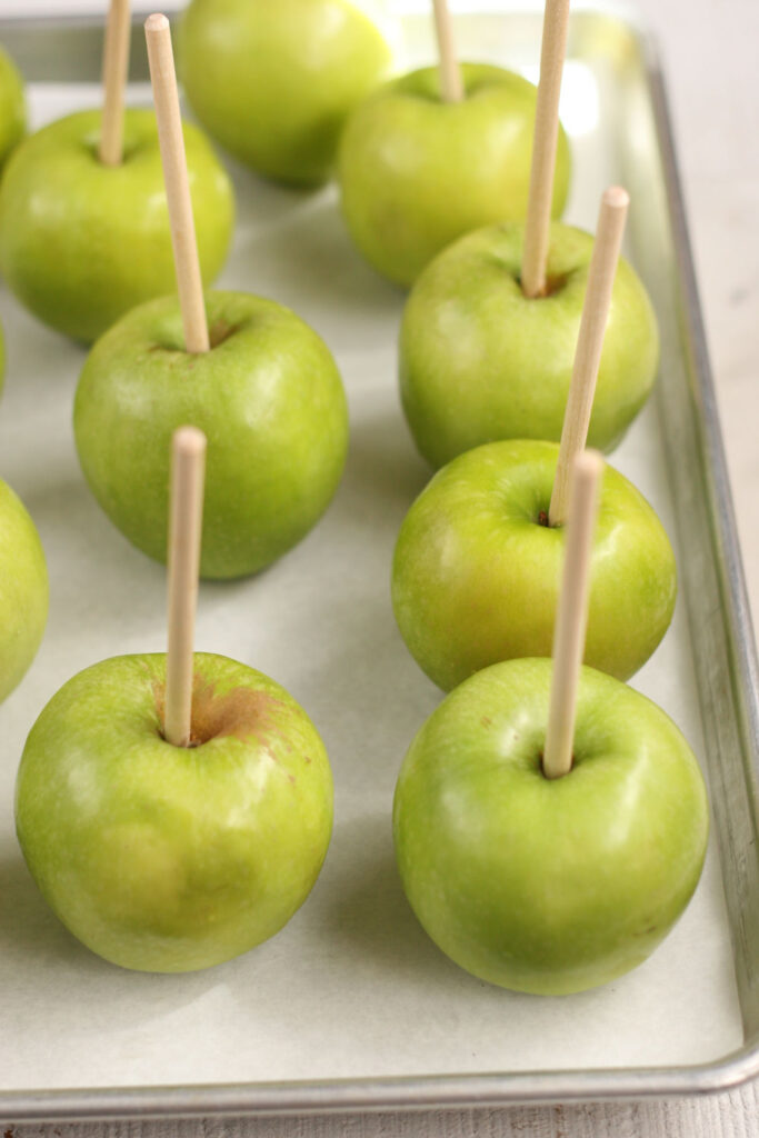 Granny Smith apples with wooden sticks
