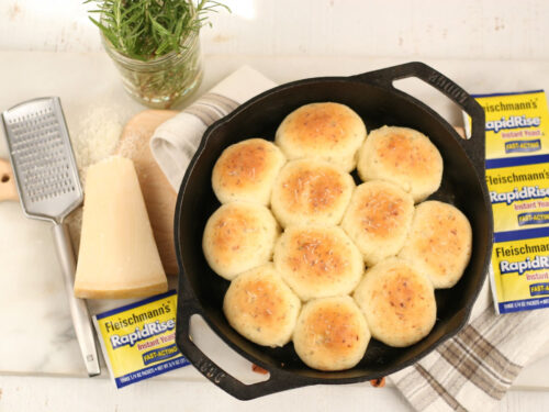 dinner rolls in a cast iron skillet